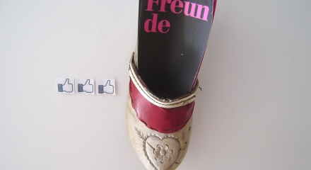 Facebook-Kunst_Facebook-Freunde_Holzschuh_Like-Button_facebook_art